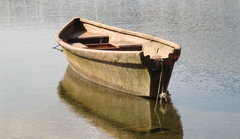 Boot zoals die bij scafisme gebruikt werd (CC BY 3.0 - Tomasz Sienicki - wiki)