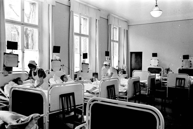 De afdeling gynaecologie van het Joodse hospitaal in 1935. Dit was één van de afdelingen die tijdens de oorlog door de Wehrmacht in gebruik genomen werd als veldhospitaal. Bron: Jüdisches Museum Berlin / Yad Vashem