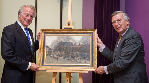 Burgemeester Van Aartsen en Voorzitter Wladimiroff presenteren het aangekochte schilderij van Arntzenius