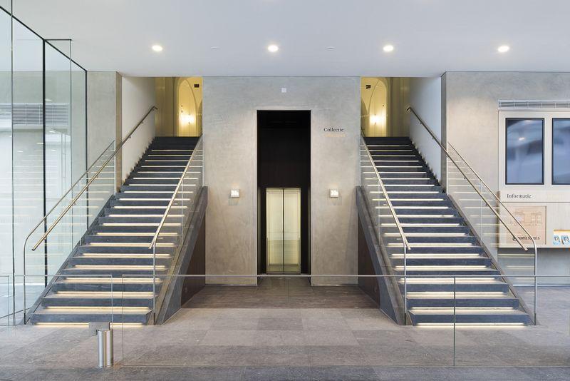 Trappen naar het historische gebouw (Ivo Hoekstra - Mauritshuis)