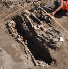 Graf waarin de vrouw lag - Hollandia Archeologie