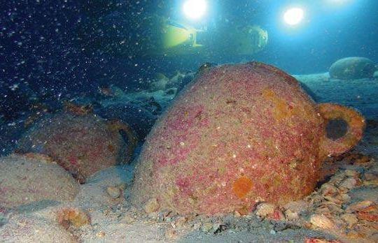 Amfora die op de zeebodem gevonden werd (Universiteit van Malta)
