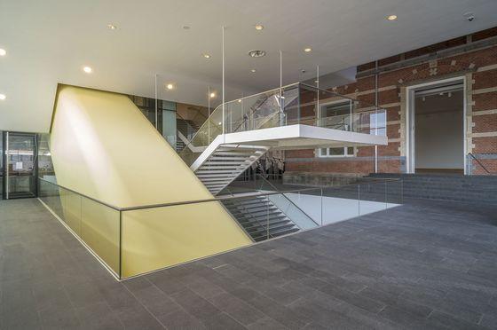 Entreehal van het Stedelijk Museum (SMA - John Lewis Marshall)