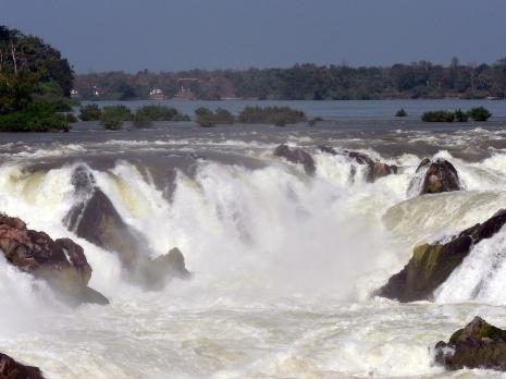 De Khone-watervallen tussen Laos en Cambodja. (Foto: Reisbureau Djoser)