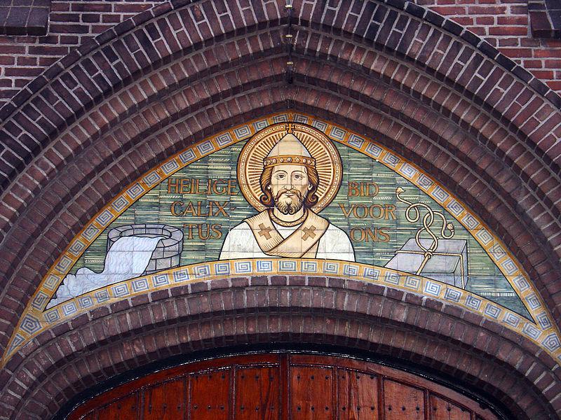 Versiering boven de ingang van de kerk in Groenlo - cc