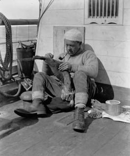 George Murray Levick aan boord van de Terra Nova, 1910