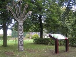 Het 'Exodus-monument' in Beekbergen, tegenover De Smittenberg, waar tijdens de evacuatie door Engelse vliegtuigen een bloedbad werd aangericht. (Foto: Apeldoornindeoorlog.nl)