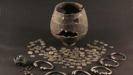 Romeinse muntschat met verschillende soorten Romeinse munten (Gemeente Den Haag)