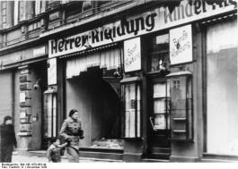 Vernielde winkel in Magdenburg (cc - Bundesarchiv)