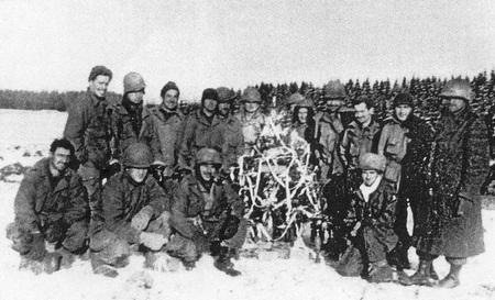 Amerikaanse soldaten met kerstboom