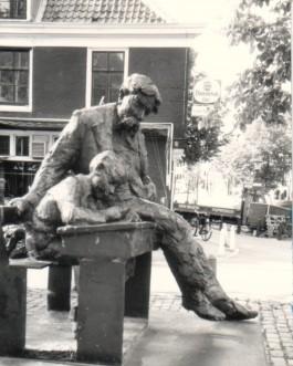 Beeld van Theo Thijssen in de Amsterdamse Jordaan - cc