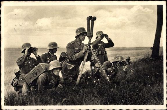 Duitse soldaten met een schaarkijker (Achterhoeks Museum 1940-45)