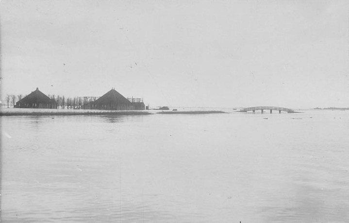 Schellingwoude gedurende de watersnood van 1916 - cc