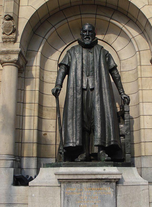 Standbeeld van Johan van Oldenbarnevelt  voor het Stadhuis van Rotterdam (Publiek Domein - wiki)