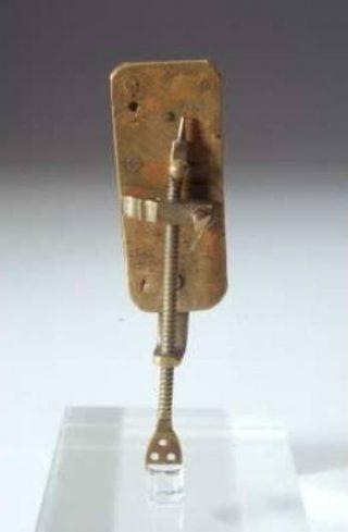 De microscoop van Antoni van Leeuwen hoek (CC BY-SA 3.0 - Museum Boerhaave, Leiden - wiki)