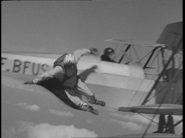 Gerard Masselin begint aan zijn sprong (Pathé)