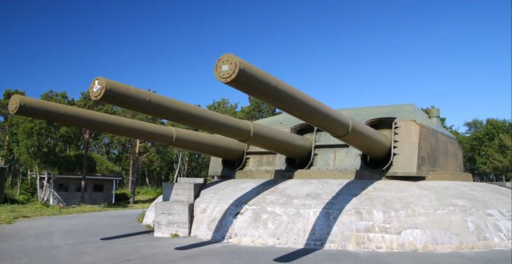 28.3 cm drielingstoren van de slagkruiser Gneisenau in het Austrått Fort, Ørland, Noorwegen (screenshot youtube upload Dunkel Eins)