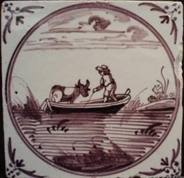 Tegel met afbeelding boer die koe vervoert op praam (Gemeente Zutphen)