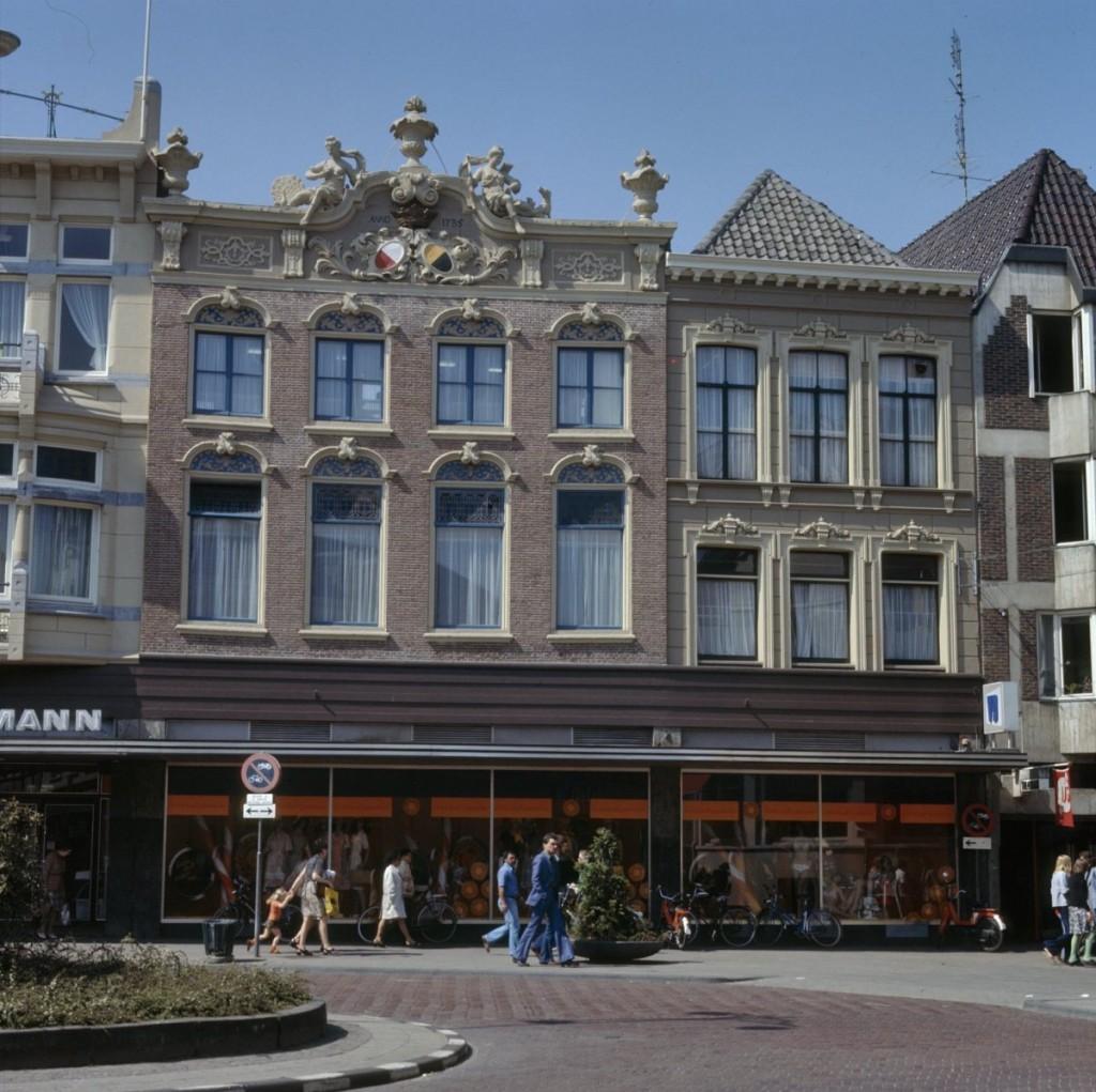 V&D Deventer schuilt achter historische gevels - cc