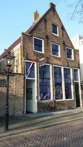 Het Museum 40-45 is gevestigd in een historisch pand in het oude centrum van Dordrecht.