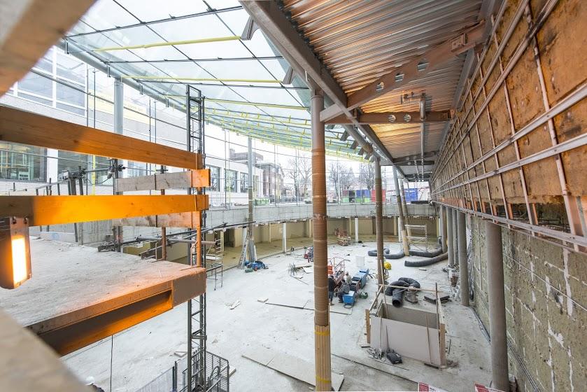 De bouw van het nieuwe entreegebouw van het Van Gogh Museum verloopt voorspoedig en opent in de tweede week van september 2015 voor publiek (Foto: Jan Kees Steenman / VGM)