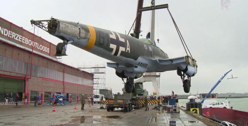 Duitse bommenwerper aangekomen in Rotterdam