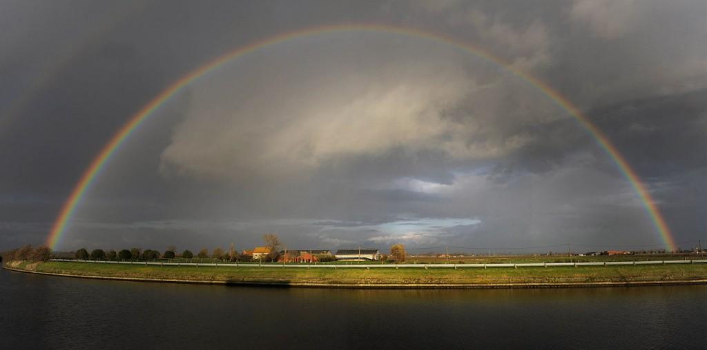 Regenboog boven de IJzer nabij Diksmuide (cc - Michiel Hendryckx)