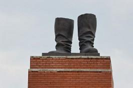 De laarzen van Stalin, die sinds 1949 in Boedapest onder een 25 meter hoog standbeeld stonden van de Sovjet-leider, en als enige nog resteren in het Memento Park in de Hongaarse hoofdstad.