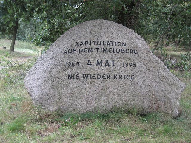 Herinneringssteen aan de capitulatie op de Timeloberg.