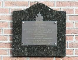 Plaquette ter herinnering aan de acceptatie door generaal Foulkes van de onvoorwaardelijke capitulatie van 25. Armee door generaal Blaskowitz.