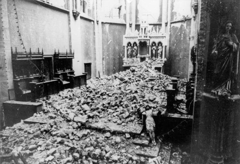 Gebombardeerde kerk in Bochum, 1943 (Bundesarchiv-cc)