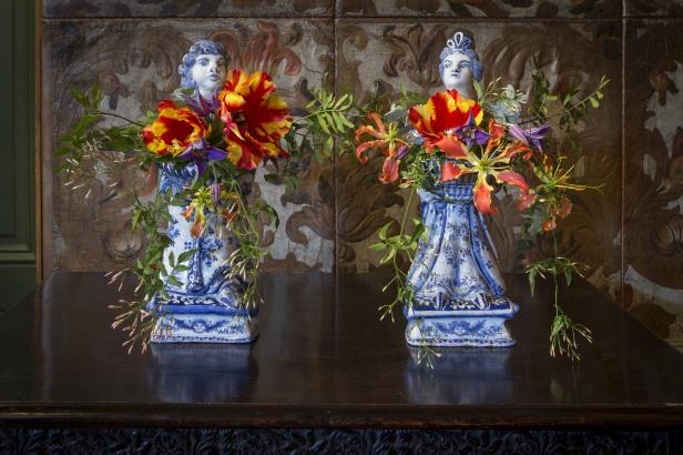 Stel bloemenhouders 'Willem en Mary' - Gemeentemuseum