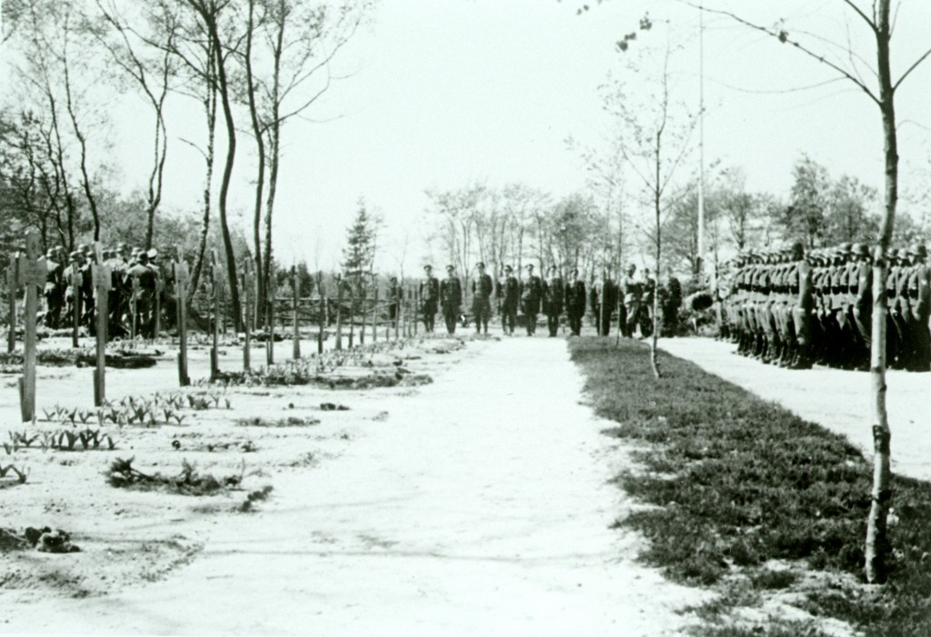 Ehrenfriedhof Zypendaal, Arnhem. Gelders Archief, nr. 1560-4696. Foto: onbekend | 1944