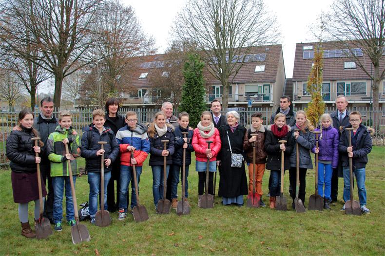 Op 22 november 2014 plantten leerlingen van het Ichtus College bomen. Bron: www.hetkruisopdeberg.nl