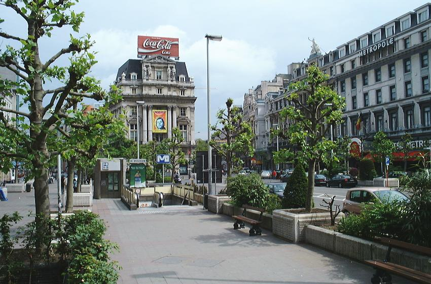 Place de Brouckere tegenwoordig, met rechts Hotel Metropole. Bron: Wikipedia