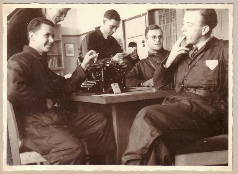Leden van LKP Rotterdam kort na de bevrijding