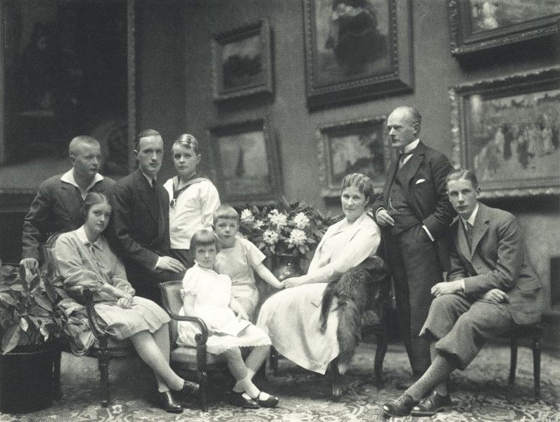Gustav von Bohlen und Halbach en familie in 1928 (Wiki)