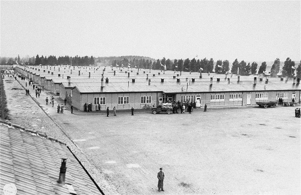 Barakken in Dachau, 1945 - cc