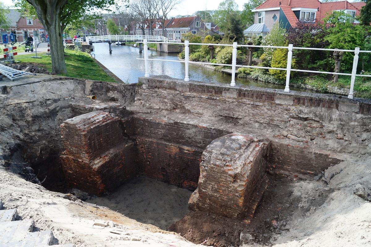 De gevonden muur (Hoekstra/Archeologie WF via Gemeente Enkhuizen)