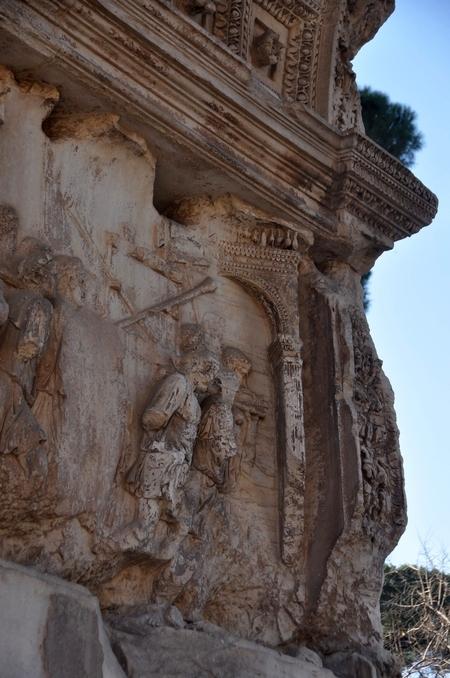 De triomfboog van Titus, afgebeeld op diens ereboog