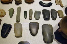 Neolithische werktuigen (foto: wiki, upload van Michael Greenhalgh)