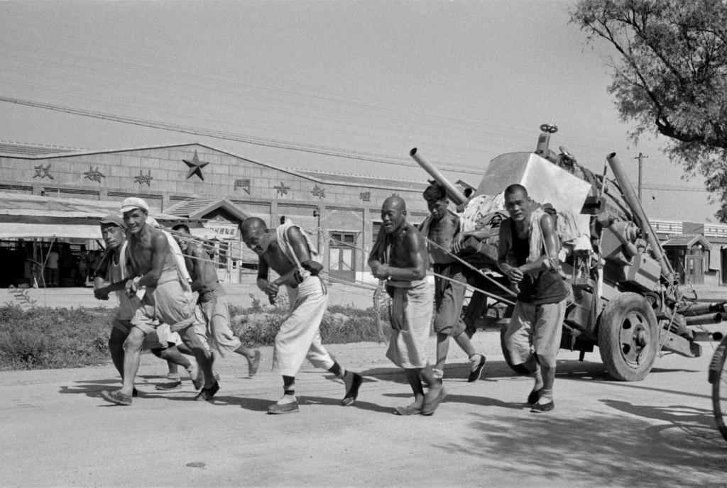 Chinezen verzamelen ijzer in 1958. Fotoreportage van Henri Cartier-Bresson. Bron: www.moma.org