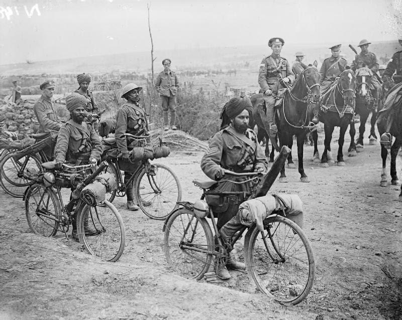 Indiase soldaten op de fiets tijdens de Slag bij De Somme in 1916. Bron: Wikimedia