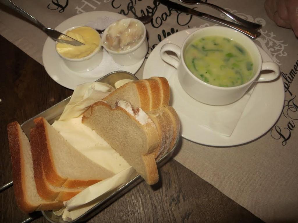 Loopgravensoep met Zweeds wittebrood en Duitse kuchen