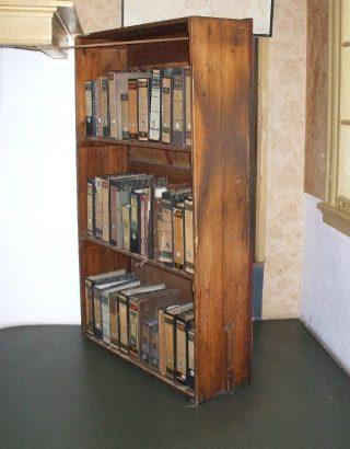 Boekenkast waarachter de onderduikers zaten (CC BY-SA 3.0 - Bungle - wiki)