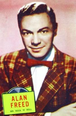 Alan Freed, radiopresentator, in 1957. Bron: Wikipedia