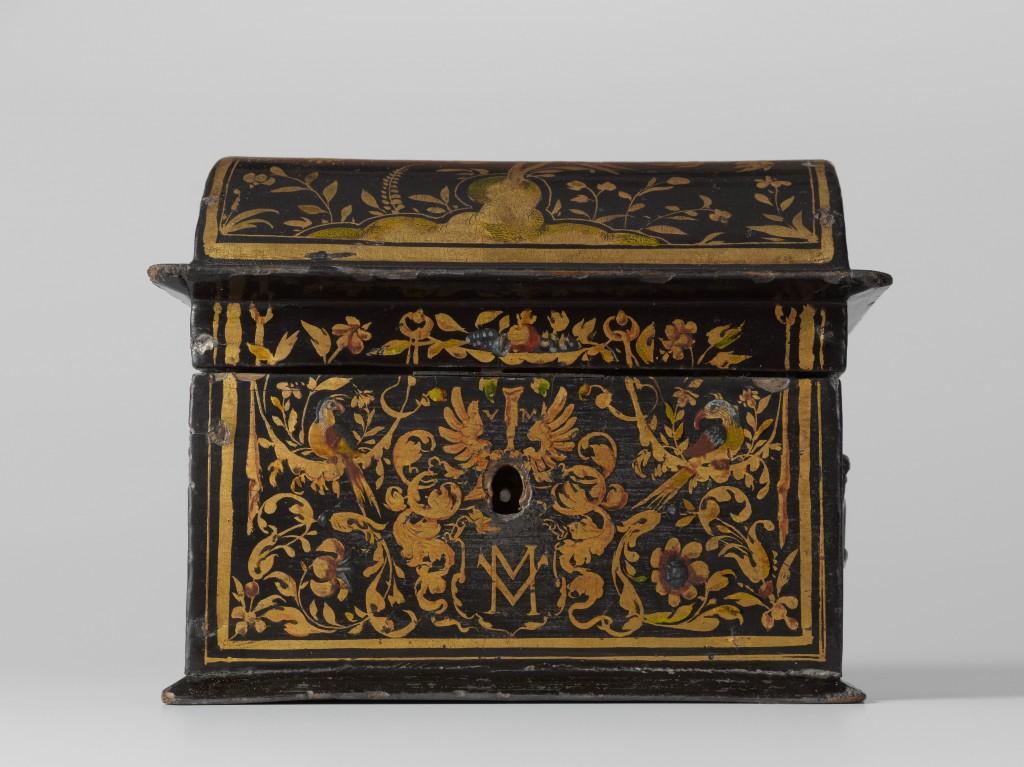Kist, beschilderd met bladranken, bloemen, vogels en een wapenschild met het monogram VM, toegeschreven aan Willem Kick, 1618