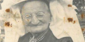 73-jarige oma draagt poffer en… revolver