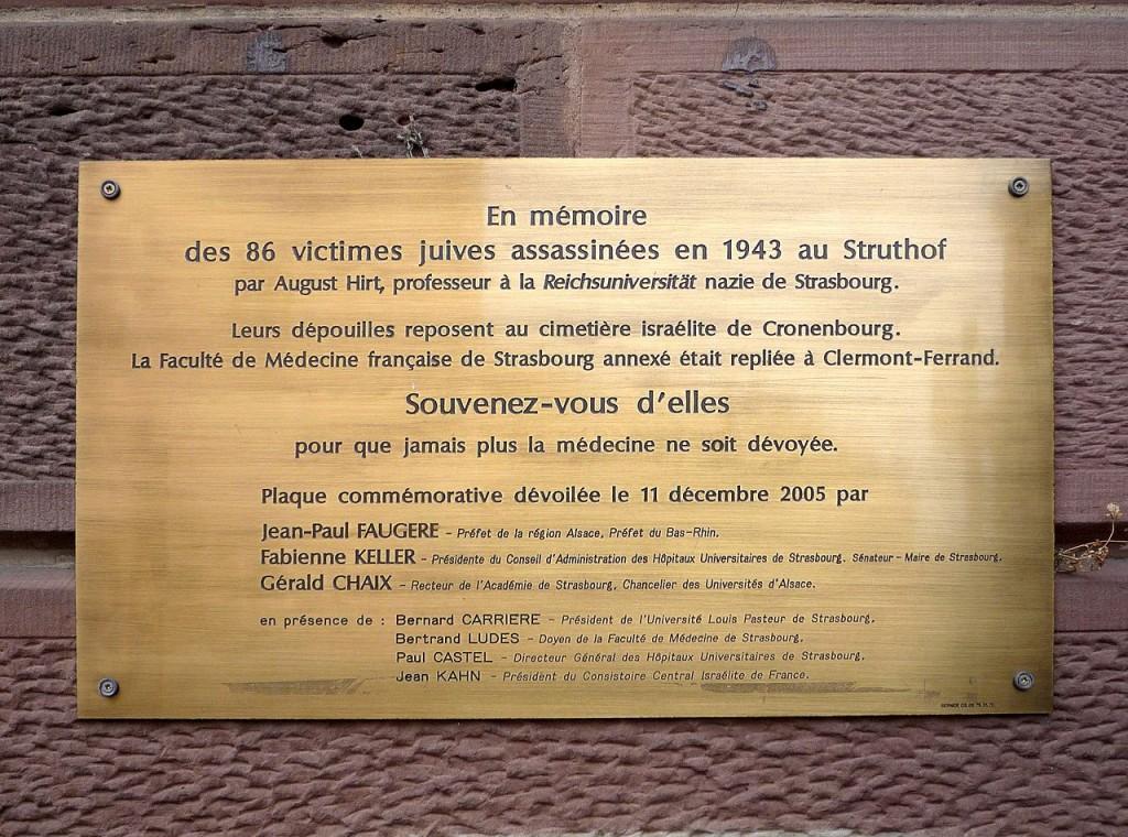 Plaquette ter nagedachtenis aan de 86 slachtoffers