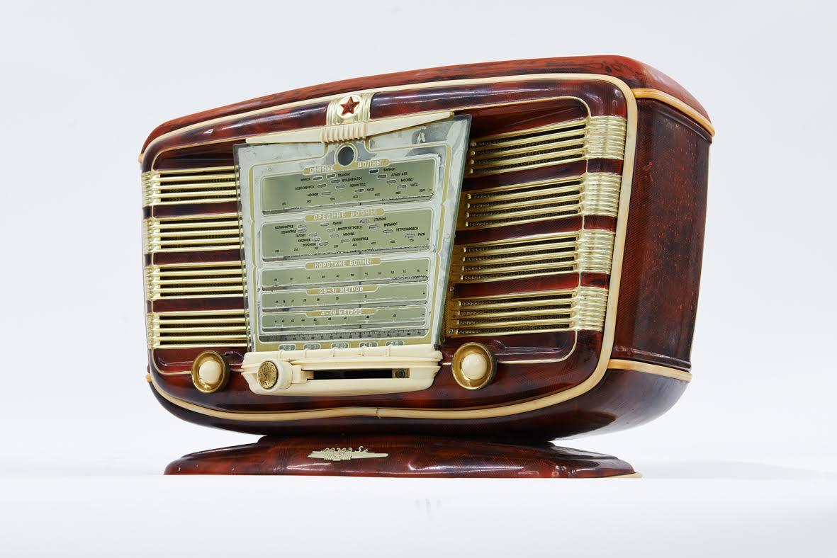 Zvezda, luxe radio, 1954 (kopie naar Frans toestel SNR Excelsior 52)